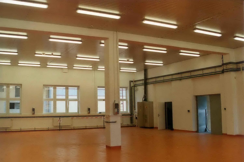 Rekonstrukce a výstavba sociálních zařízení a skladovacích hal v TRW Volant Horní Počernice