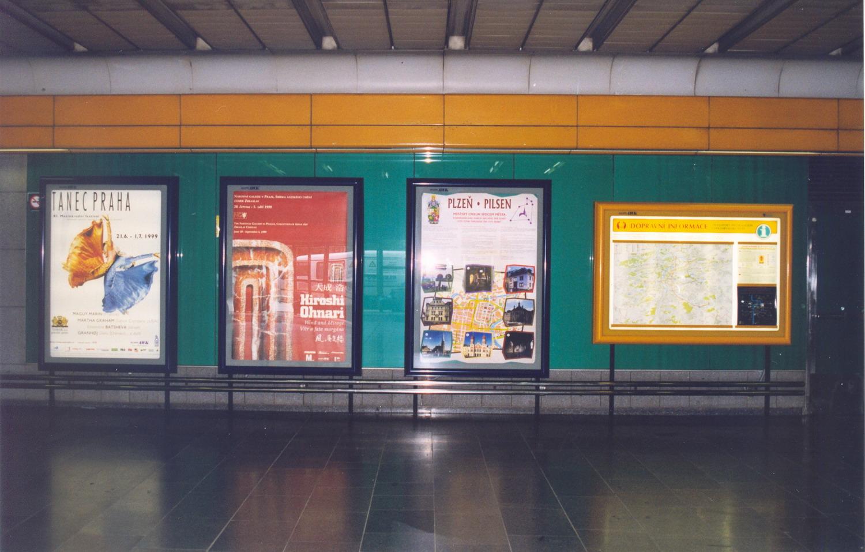 Montáž reklamních a informačních panelů pro Euro AWK ve stanicích Metra