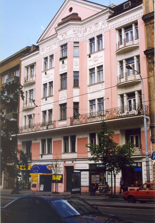 Přeměna napětí v domě, Vinohradská 63, Praha 2